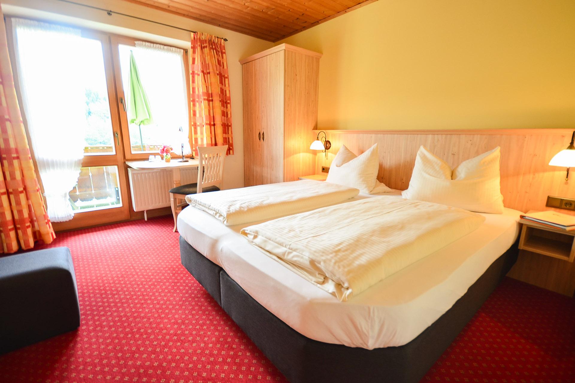 Zimmer-1-Alpenveilchen-012