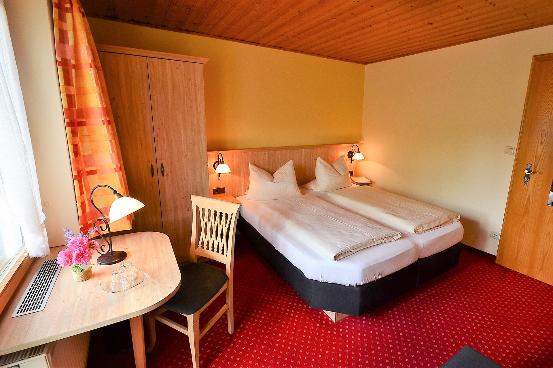 Zimmer-1-Alpenveilchen-015