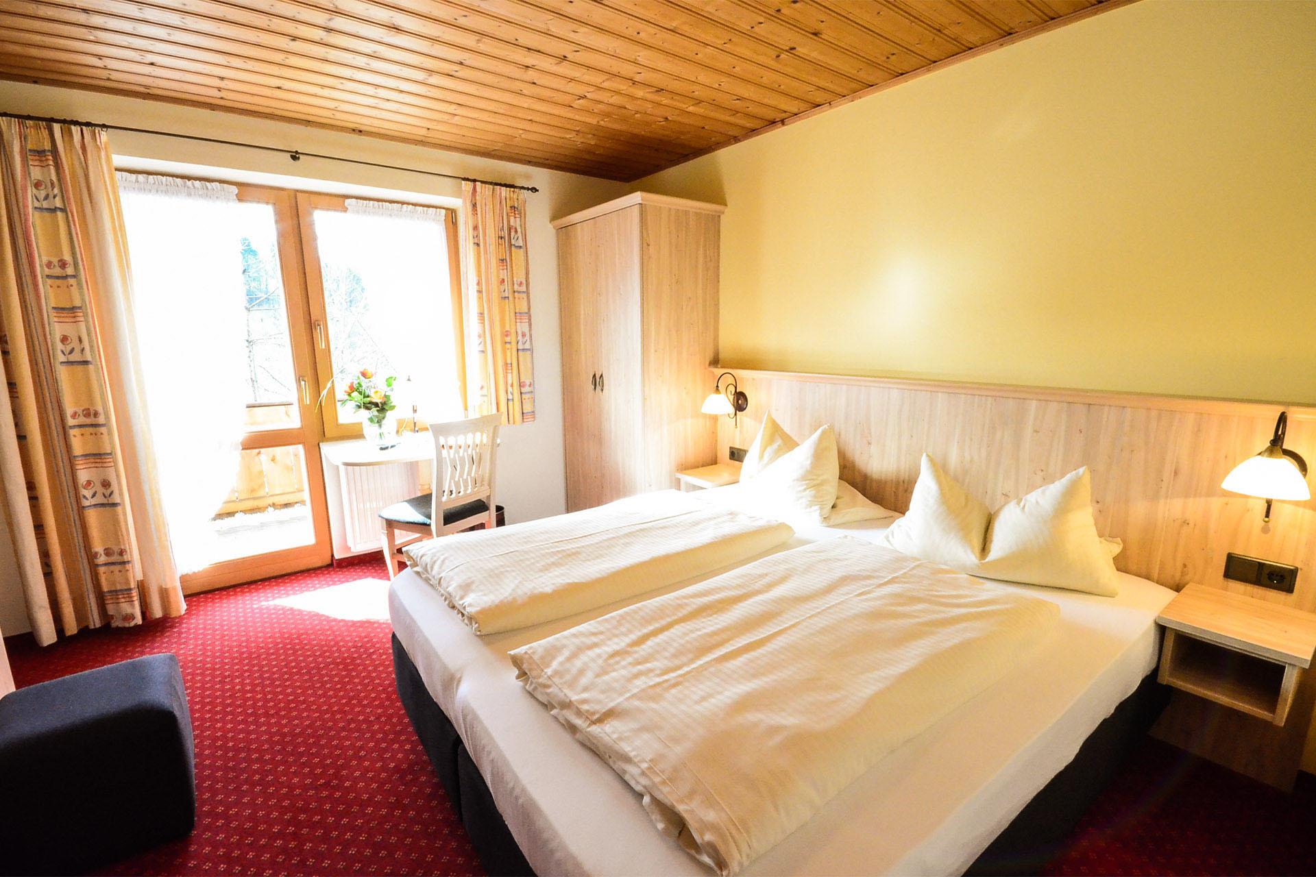 Zimmer Kategorie A - AlpenveilchenGästehaus Fischbachau